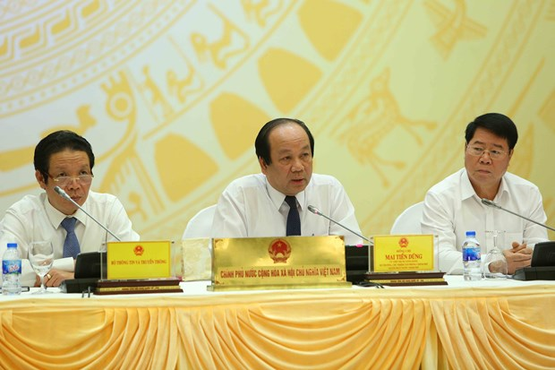 政府例行新闻发布会:今年前7个月越南经济社会发生积极转变 hinh anh 1