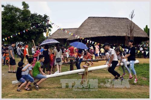 """""""童年节""""活动在越南多民族文化旅游村举行 hinh anh 1"""