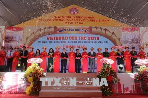 2018年越南芹苴国际建材展吸引近200家企业参展 hinh anh 1