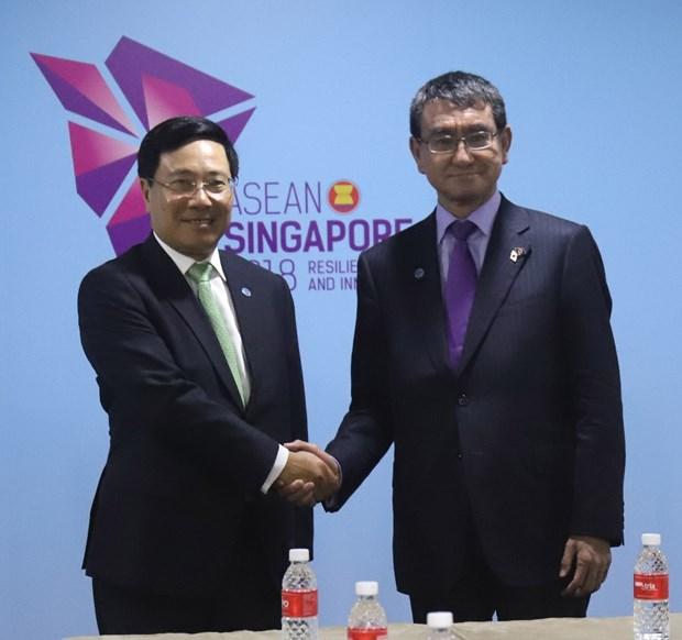新加坡AMM 51:范平明分别会见日本外务省大臣河野太郎和伊朗外长扎里夫 hinh anh 1