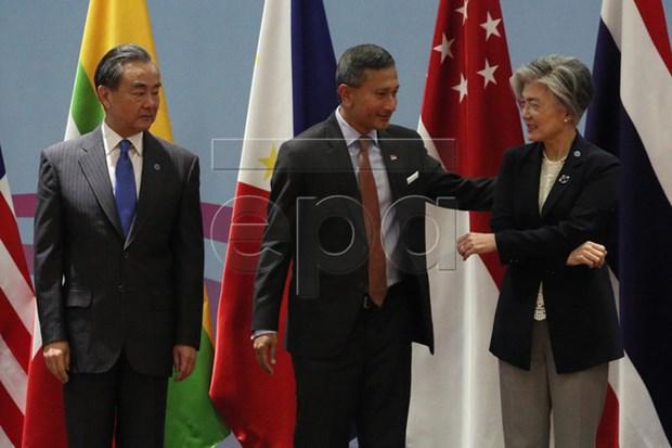 第51届东盟外长会议:东盟加三加强地区经济互联互通和开放性 hinh anh 1
