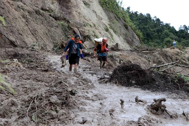 莱州省封土县因遭连日暴雨发生严重山体滑坡使6人死亡 hinh anh 2
