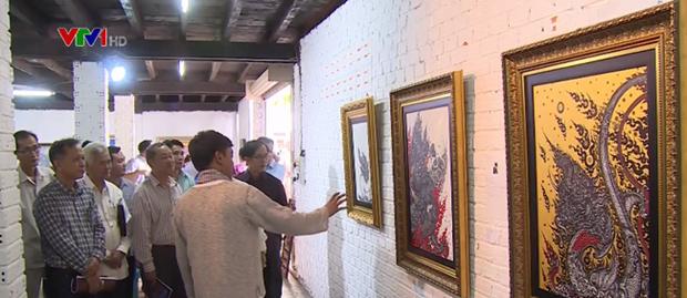 """越老泰""""连接湄公河两岸""""美术展在老挝举行 hinh anh 1"""