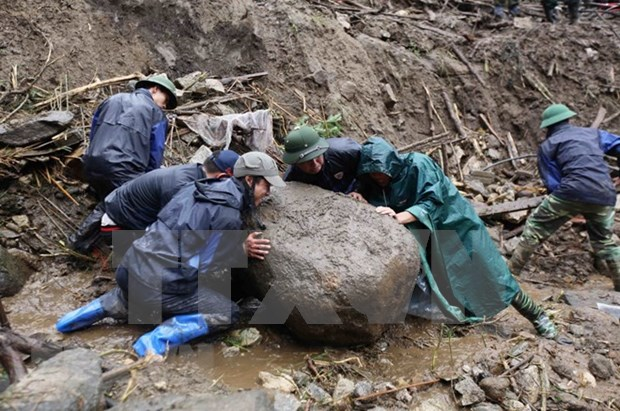 莱州省封土县因遭连日暴雨发生严重山体滑坡使6人死亡 hinh anh 1