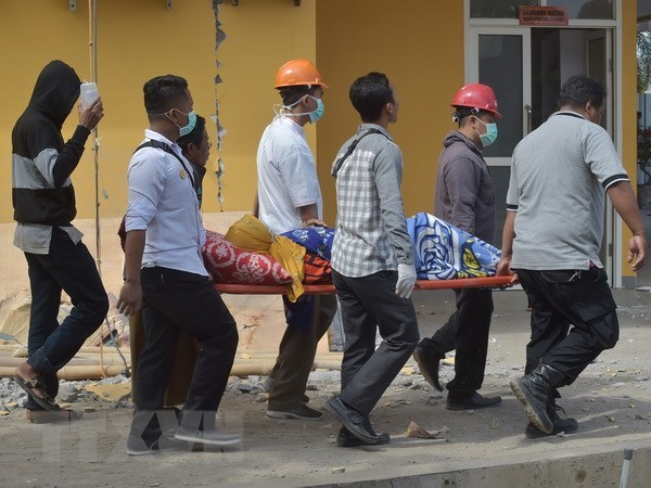 印尼地震已造成91多人死亡 hinh anh 1