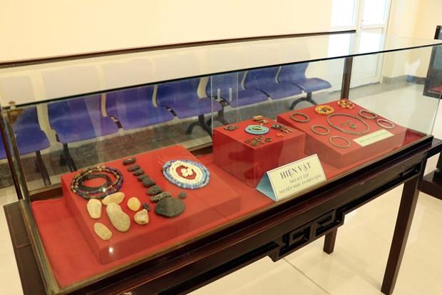 巴地头顿省博物馆接收收藏家捐赠的360多件古物 hinh anh 2