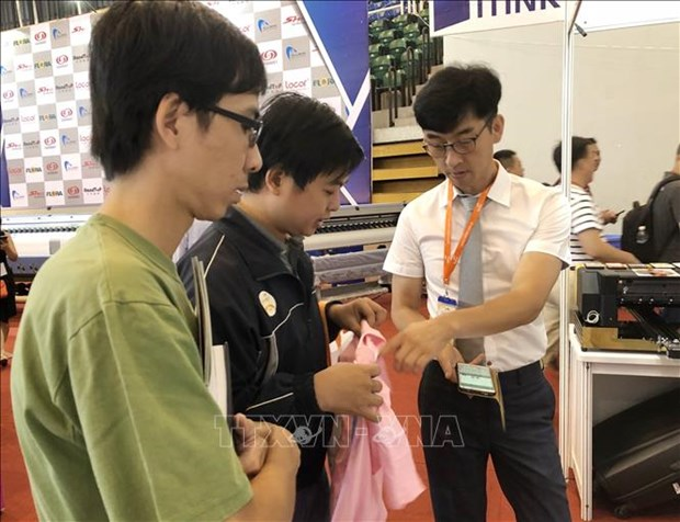 2018年越南国际广告设备和技术展览会吸引150家企业参展 hinh anh 2