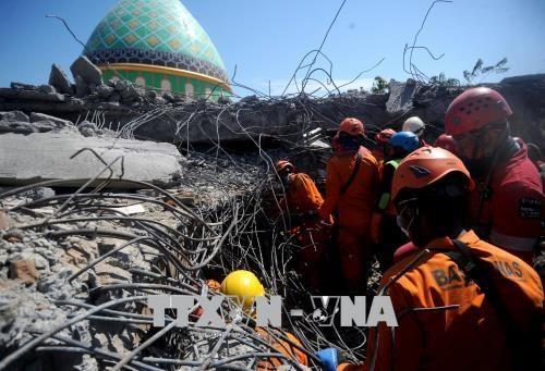 印度尼西亚龙目岛继续发生强震 hinh anh 1