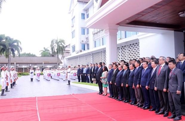 老挝隆重举行东盟旗升旗仪式庆祝东盟成立51周年 hinh anh 1