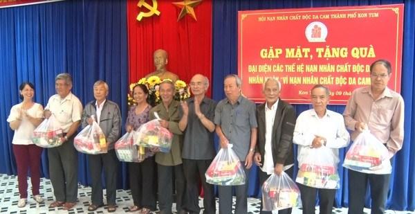 越南橙剂受害者日:各地举行看望慰问橙剂受害者的活动 hinh anh 1
