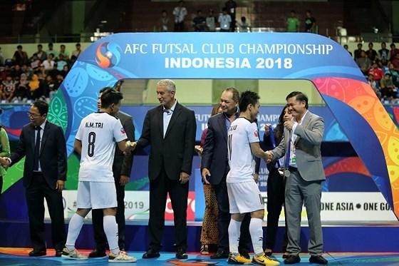 亚洲室内五人制足球俱乐部冠军联赛:越南队夺得亚军 hinh anh 1