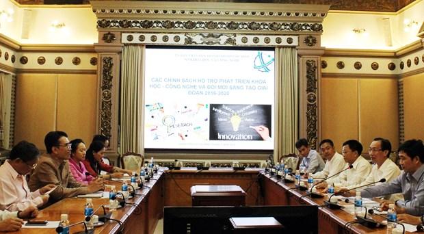 胡志明市领导会见老挝科学技术部干部代表团 hinh anh 1
