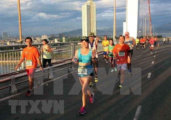 2018年岘港国际马拉松赛:越南运动员在三个赛项夺得冠军 hinh anh 2