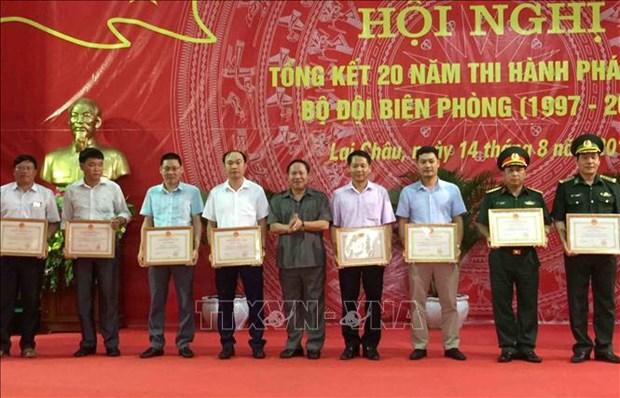 莱州省边防部队鼓励人民群众积极参加边境保卫和越中陆地边界线勘界立碑工作 hinh anh 2