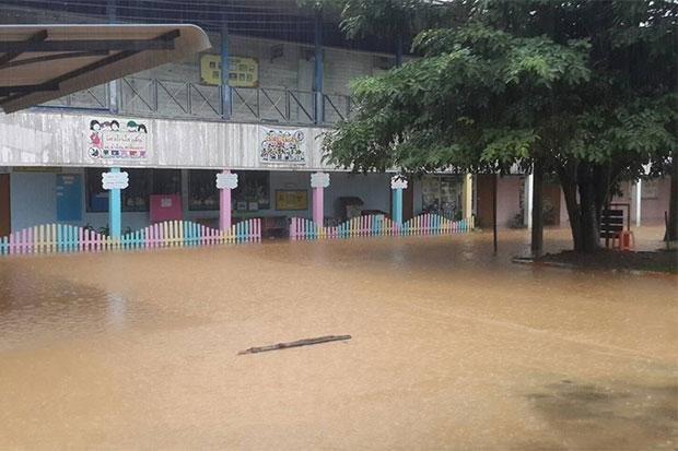 """台风""""贝碧嘉""""对泰国造成严重损失 hinh anh 1"""