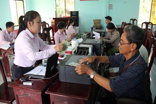 坚江省政策性银行为高棉族同胞脱贫济困助力 hinh anh 1