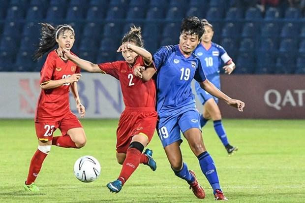 ASIAD 2018:越南女子足球队以3比2击败泰国队 赢得四分之一决赛席位 hinh anh 1
