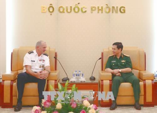 国防部副部长潘文江会见美国陆军太平洋司令部司令 hinh anh 1