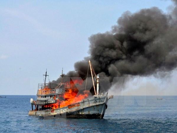 印尼炸沉在其海域非法捕鱼的125艘外国渔船 hinh anh 1