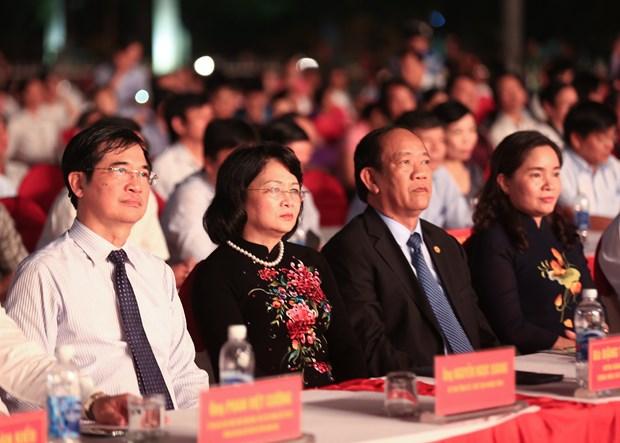 国家副主席邓氏玉盛出席中部各民族文化节 hinh anh 2