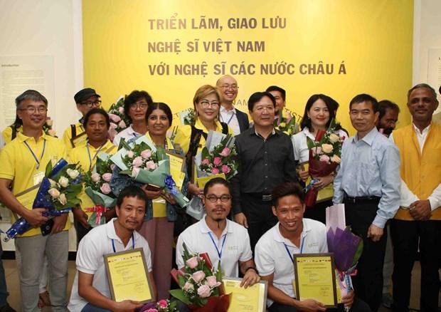 越南与亚洲各国艺术家交流会暨展会在河内开幕 hinh anh 1