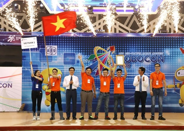 越南二号队在2018年亚太大学生机器人大赛夺冠 hinh anh 1