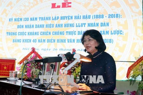 越南国家副主席邓氏玉盛:南定省海后县在新时期要发扬革命传统 hinh anh 2