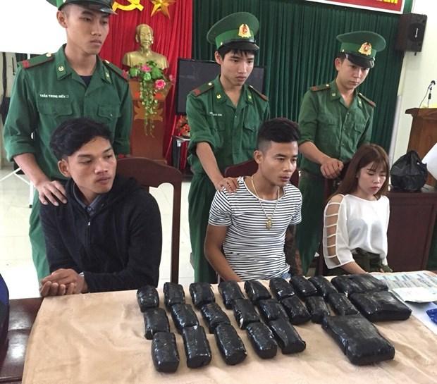 广治省边防部队破获一起贩运毒品案 查获冰毒6.58万粒 hinh anh 1