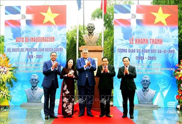 多米尼加共和国第一位总统塑像在河内落成 hinh anh 1