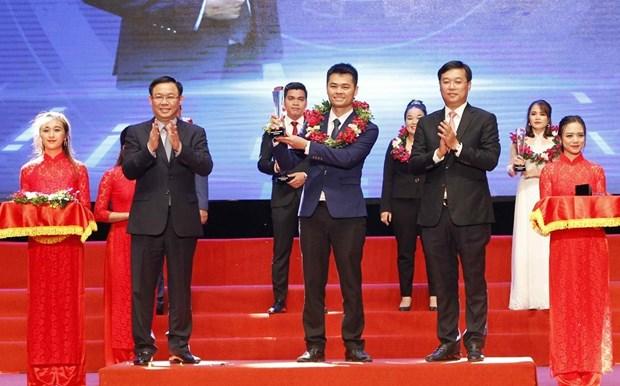 政府副总理王廷惠向2018年优秀创业青年企业家授予奖励 hinh anh 2