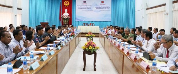 越南安江省加强与柬埔寨茶胶省合作 hinh anh 1