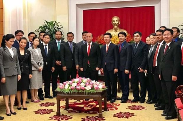 越共中央宣教部部长武文赏会见柬埔寨青年联合会高级代表团 hinh anh 2