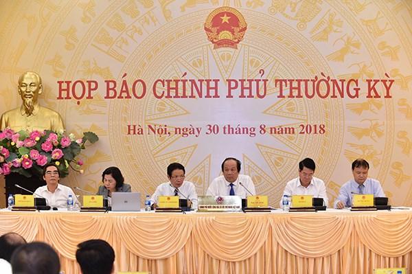 越南政府8月份例行新闻发布会: 外国投资者对越南经济充满信心 hinh anh 1