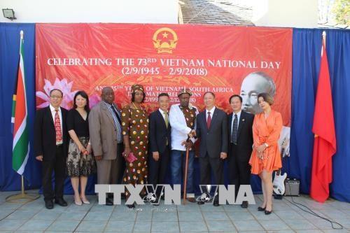 越南驻外代表机构举行国庆73周年纪念活动 hinh anh 3
