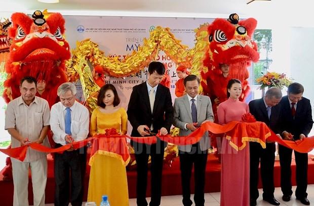 越中美术交流展在胡志明市举行 hinh anh 1