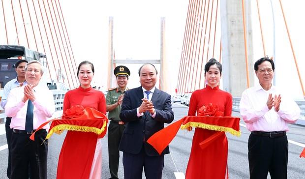 越南广宁省下龙市- 海防市高速公路今天正式通车 hinh anh 1
