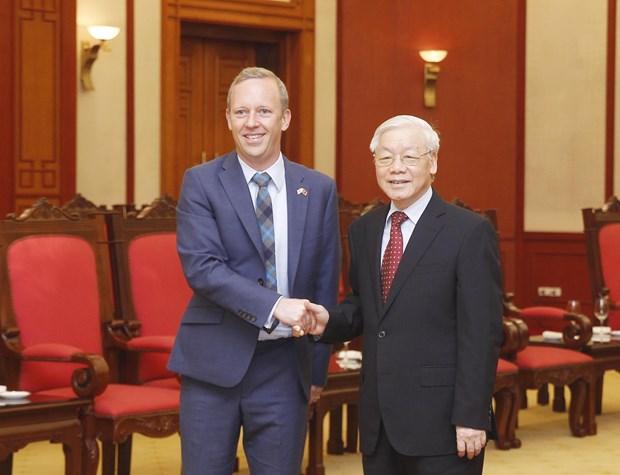 越共中央总书记阮富仲会见英国新任驻越大使 hinh anh 1
