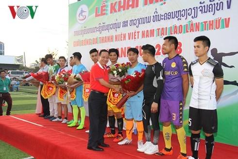 旅居老挝越南青年参加足球赛喜迎国庆节 hinh anh 1