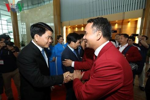 ASIAD 2018:越南体育代表团受到国内人民的热烈欢迎 hinh anh 1