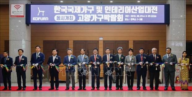 东盟7国木制品展览会在韩国举行 hinh anh 1