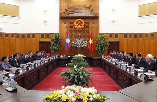 阮春福会见来访的老挝建国阵线中央委员会主席赛宋蓬·丰威汉 hinh anh 2