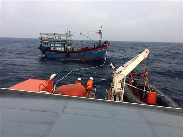 越南成功搜救一名海上遇险的中国船员 hinh anh 1