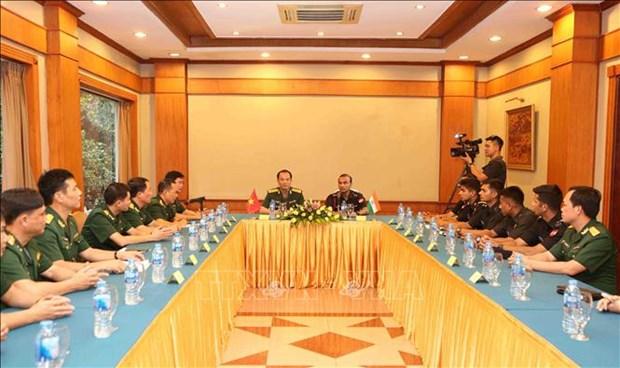 越南与印度青年军官开展交流座谈活动 hinh anh 1