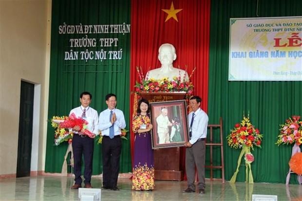 越南全国大中小学生兴高采烈地跨入新学年 hinh anh 2