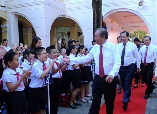 越南全国大中小学生兴高采烈地跨入新学年 hinh anh 1