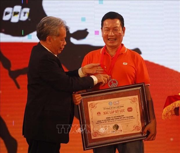 """越南FPT集团""""连接之旅""""活动吸引3000人参加 创下越南记录 hinh anh 1"""