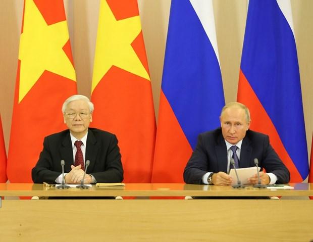 越共中央总书记阮富仲与俄罗斯总统普京共同会见记者 hinh anh 1