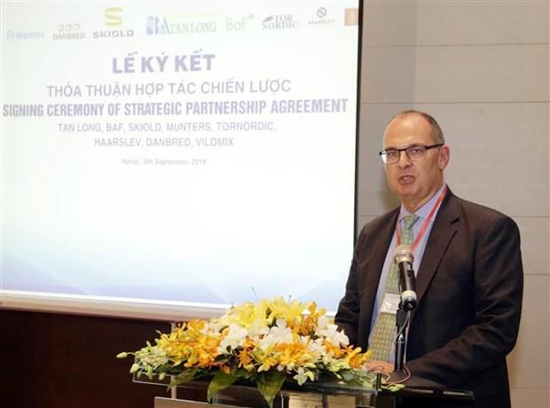 越南新龙集团与丹麦六家公司签署大米加工和畜牧养殖领域合作协议 hinh anh 1