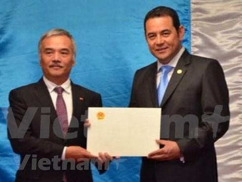 危地马拉总统高度评价越南可持续发展成就 hinh anh 1