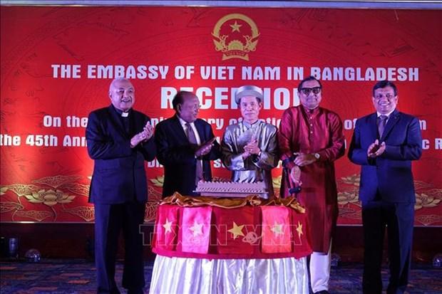 越南国庆73周年:越南经济社会发展成就获国际友人高度评价 hinh anh 2